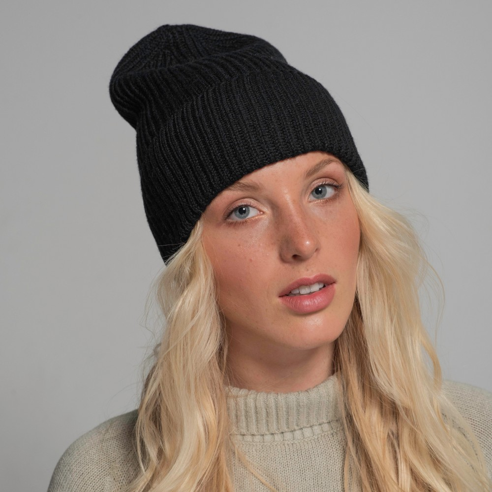 Black hat, 100% merino wool